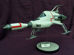 Sixteen 12 Collectibles「Studio scale UFO Interceptor」(27インチ)