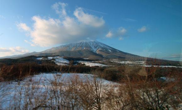 春子谷地からの岩手山