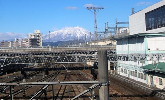 盛岡駅から見る岩手山